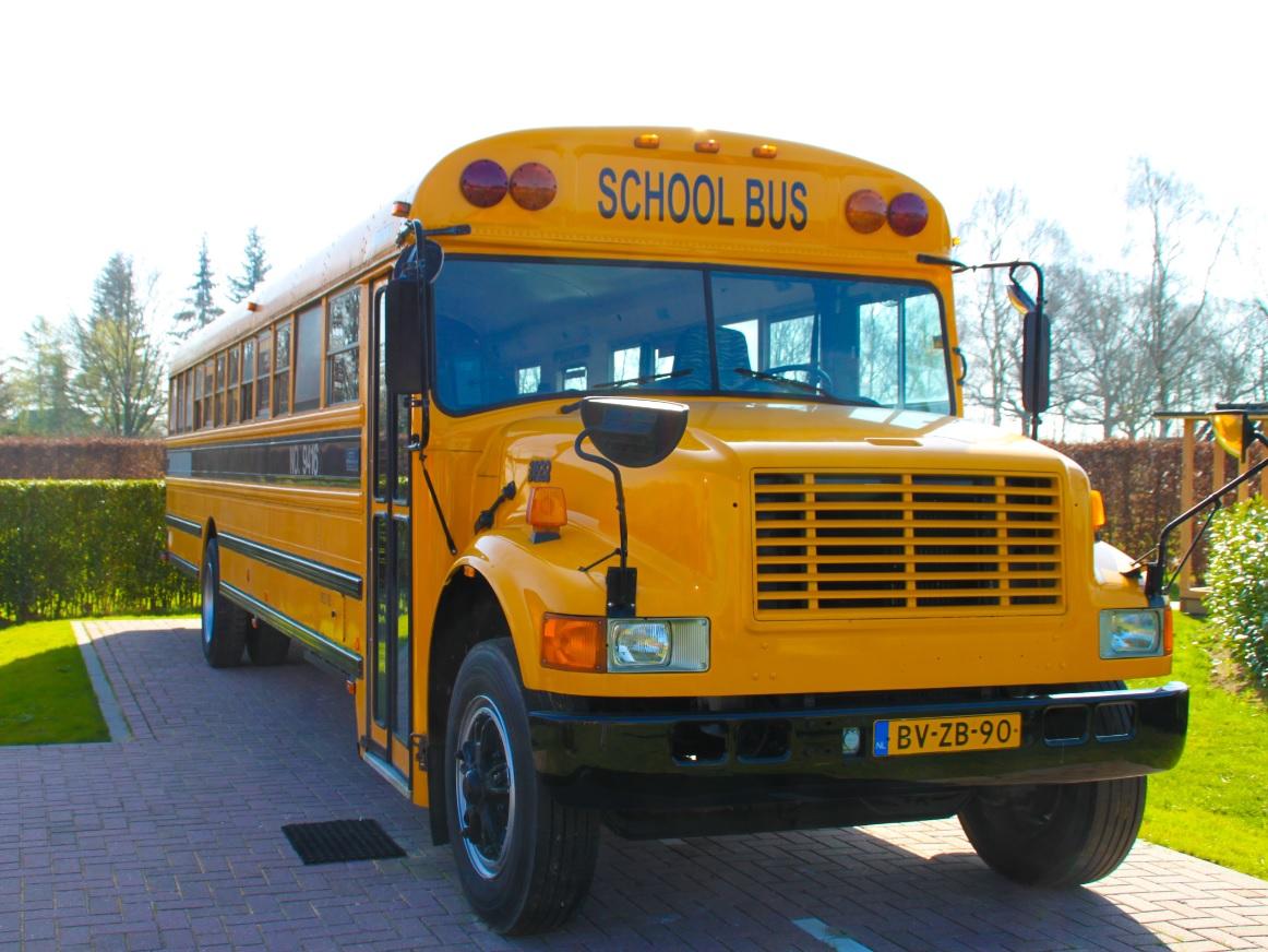 Vakantie in Nederland in een Schoolbus