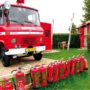 kindvriendelijke kleine camping met brandweerauto