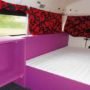 Jan Klaassen Dromenland schoolbus binnen king size bed
