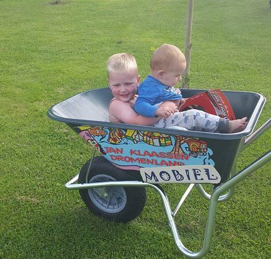 kids-in-jan-klaassen-dromanland-mobiel-kruiwagen
