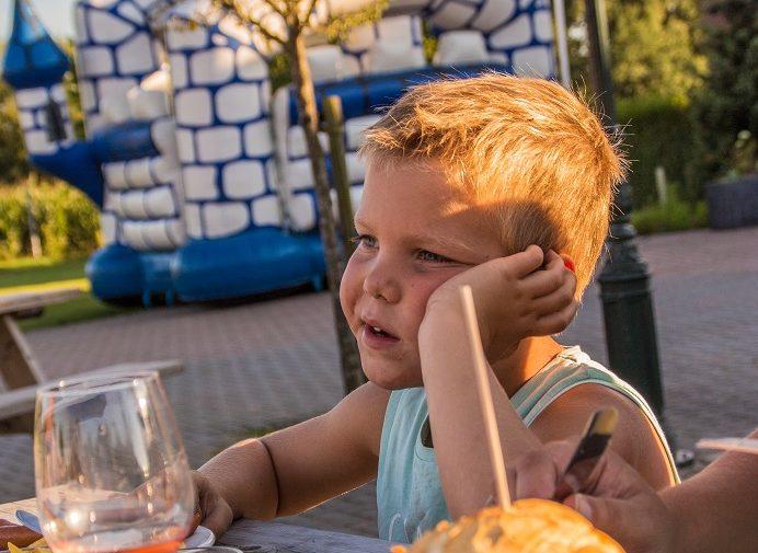 eten-diner-dromenland-met-kind-klein