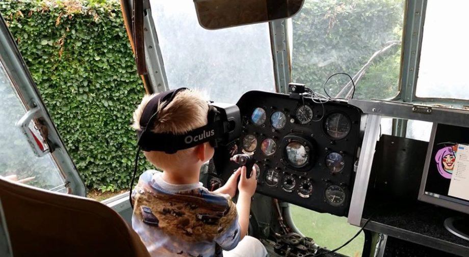 helikopter-dromenland-jongen-met-oculus-achter-stuur